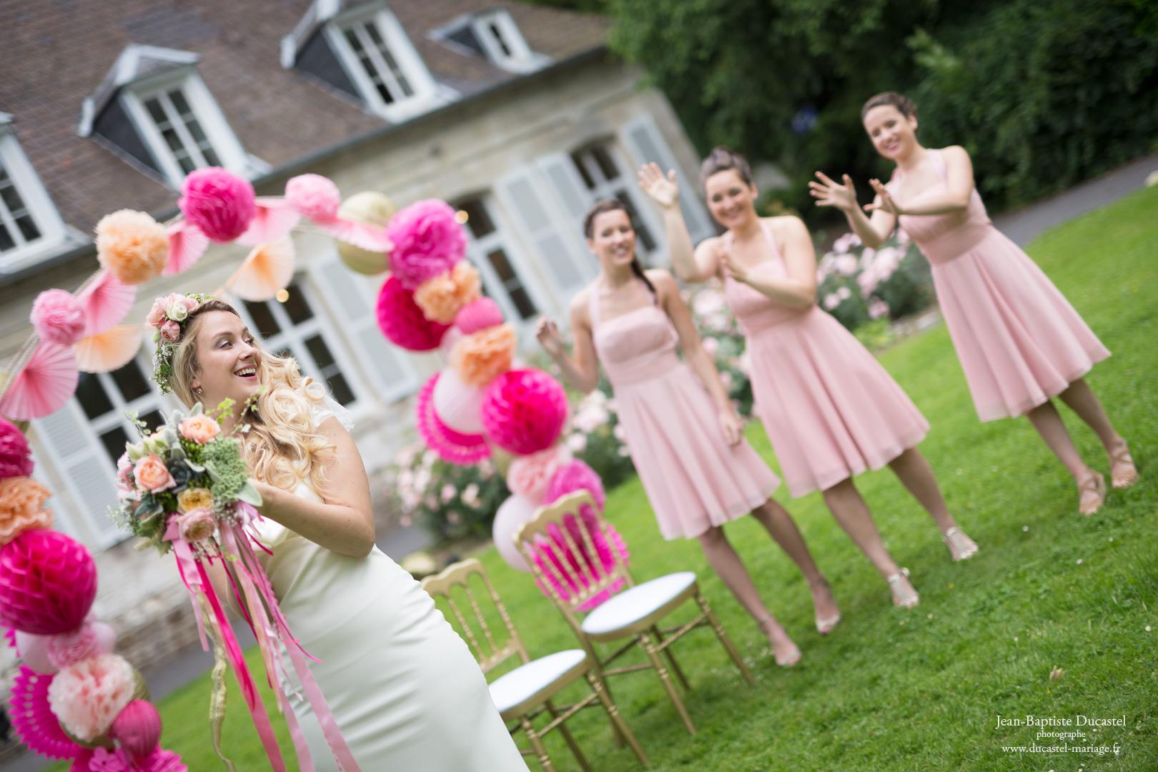Photographe : Jean-Baptiste Ducastel Décoration: Marie POPin'S Event - Robes: Le Chat Défile - Coiffure : Hair Evasion - Maquillage: Oh miroir !!! Fleurs: Au Rallye Floral Mobilier et Vaisselle: Bultel Location
